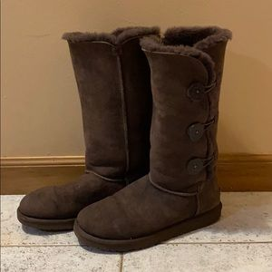 UGG Bailey Button Triplet Brown